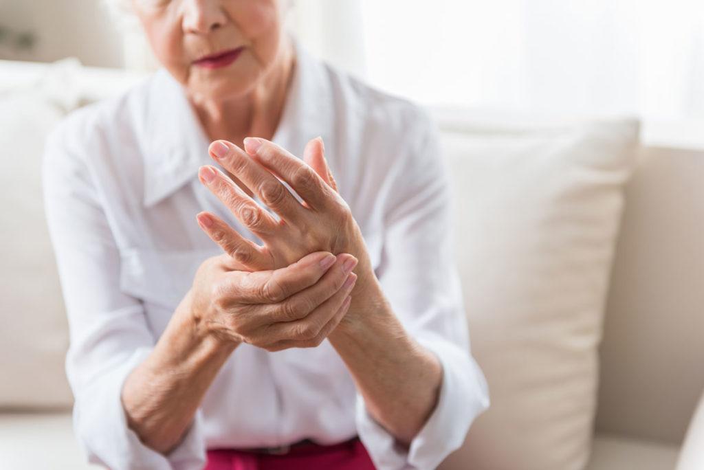 CBD Tropfen gegen Rheuma und Arthritis